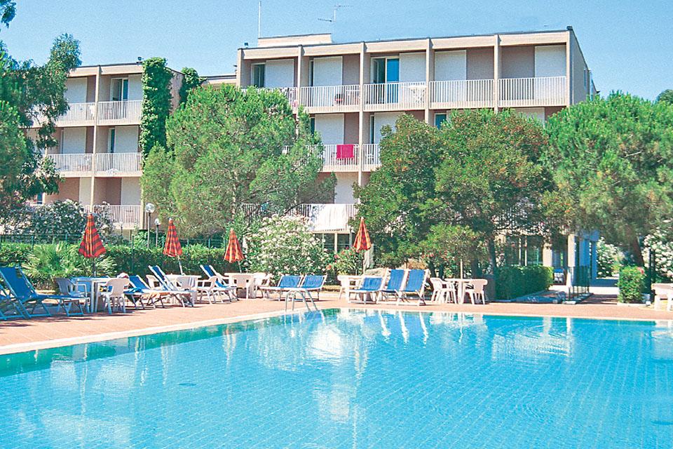 Residence Marina di Campo isola d\'Elba Offerte con piscina sul mare